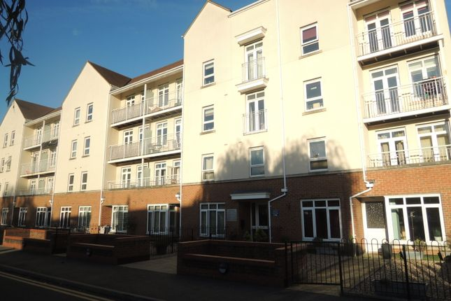 Flat to rent in Magdalene Gardens, Whetstone