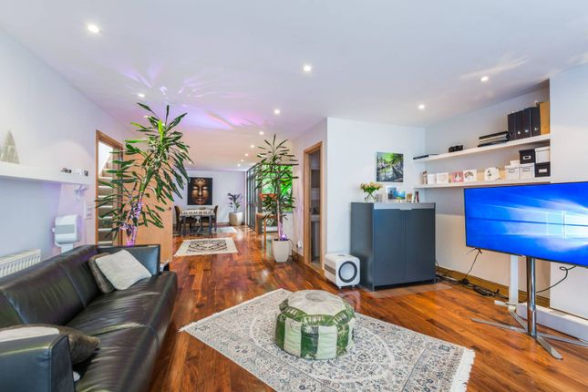 Thumbnail Flat for sale in Sussex Way, Archway