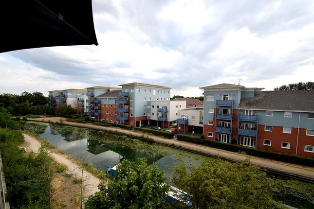 Thumbnail Flat to rent in Kiln Lodge, Trout Road, West Drayton, Middlesex