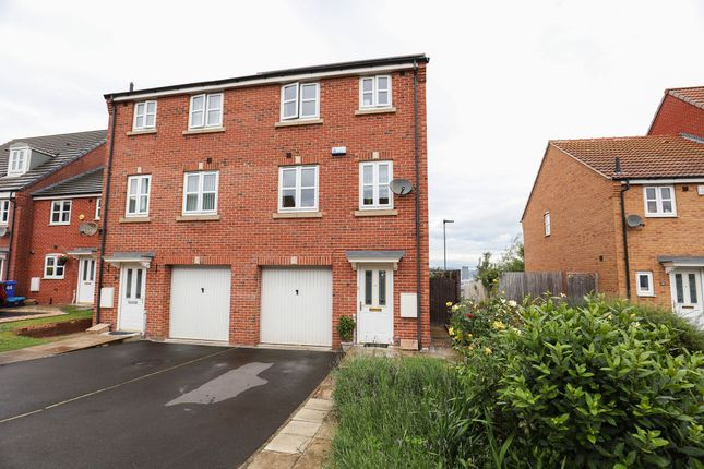 4 bed semi-detached house to rent in Myrtle Close, Sheffield S2