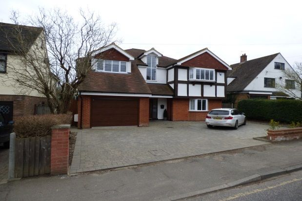 5 bed property to rent in Tye Common Road, Billericay