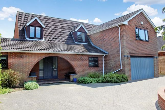 Thumbnail Detached house for sale in Seamons Close, Dunstable