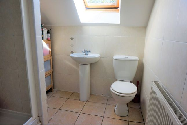 En-Suite of Otley Old Road, Leeds LS16