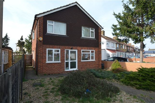 Thumbnail Maisonette to rent in Yeading Fork, Hayes, Middlesex