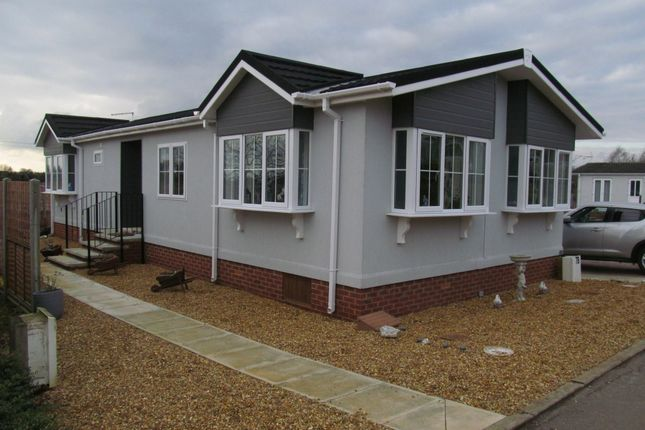 Thumbnail Mobile/park home for sale in The Drove, Bedwell Park, Witchford, Ely