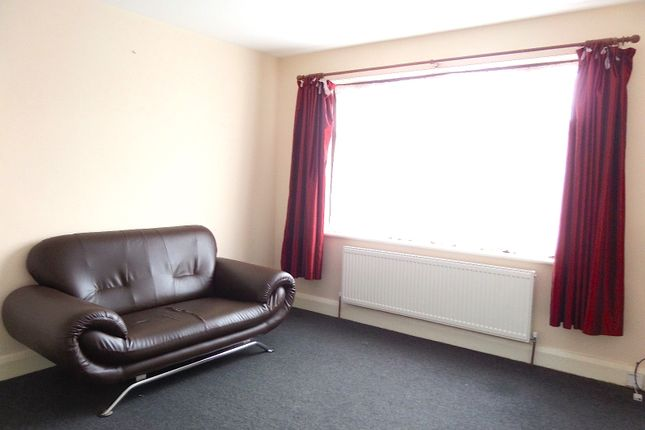 Thumbnail Flat to rent in Catherine Gardens, Hounslow