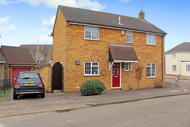 4 bed detached house for sale in Roding Way, Wickford SS12