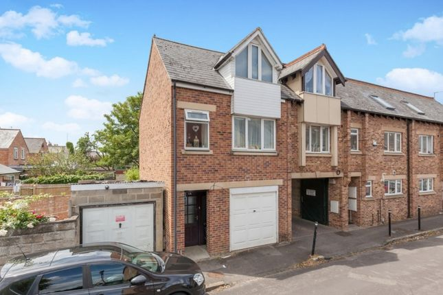 Thumbnail Town house for sale in Golden Road, Oxford