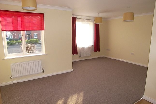 Thumbnail Flat to rent in Pear Tree Place, Farnworth