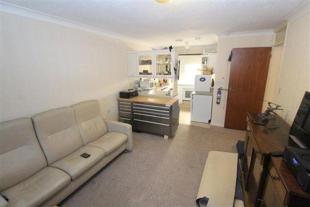 Kitchen-Lounge Area