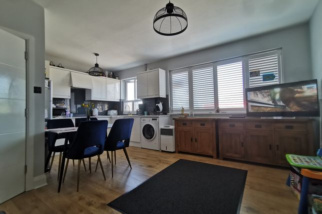 Thumbnail Flat for sale in Malden Road, Cheam