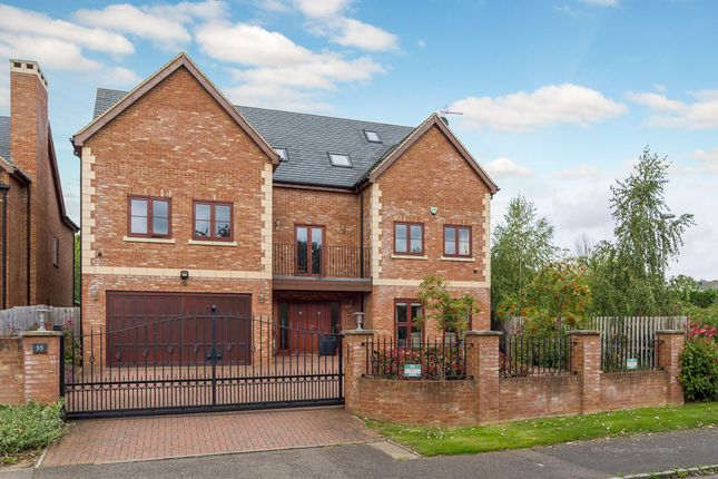 Thumbnail Detached house for sale in Linceslade Grove, Loughton, Milton Keynes