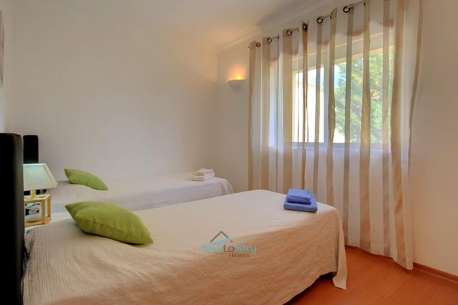 En-Suite Bedroom of Porches, Algarve, Portugal