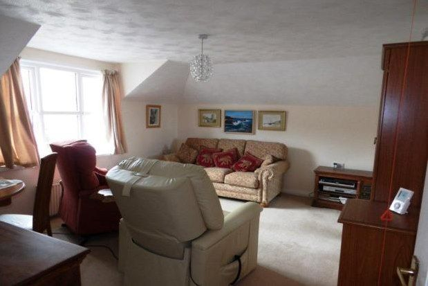 Flat to rent in Du Maurier Court, St. Austell