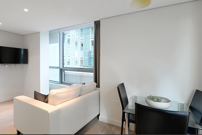 Thumbnail Flat to rent in East Harbet Road, London.
