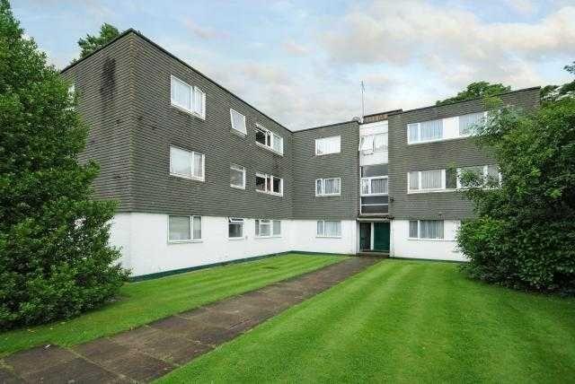 Thumbnail Flat to rent in Amberdene, Uxbridge Road, Stanmore