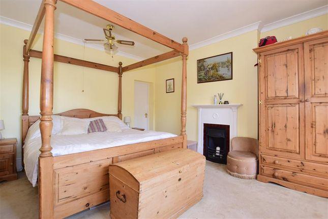 Bedroom 1 of Faversham Road, Kennington, Ashford, Kent TN24