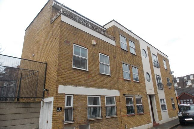 Thumbnail Town house to rent in Beale Place, London
