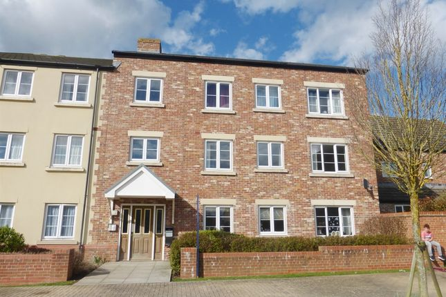 Thumbnail Flat for sale in Poseidon Close, Swindon