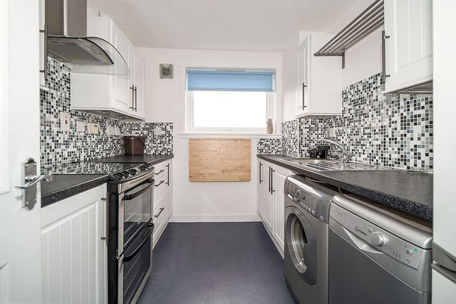 Thumbnail Flat to rent in Cluny Park, Cardenden, Lochgelly
