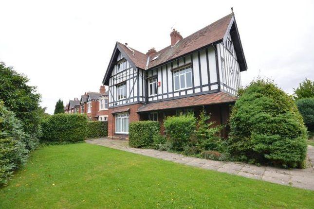Thumbnail Flat to rent in Lidgett Lane, Roundhay