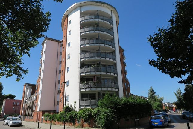 Thumbnail Flat to rent in Concorde Way, London