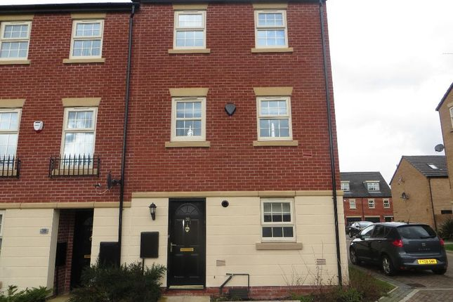 Thumbnail Town house for sale in Legends Way, Hull