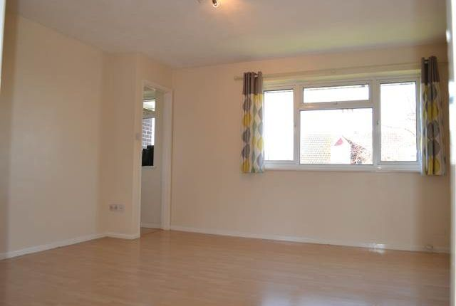 Thumbnail Flat to rent in Grange Court, Boundary Road, Newbury