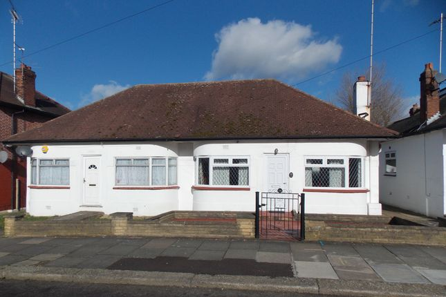 Thumbnail Bungalow to rent in Kinloch Drive, London