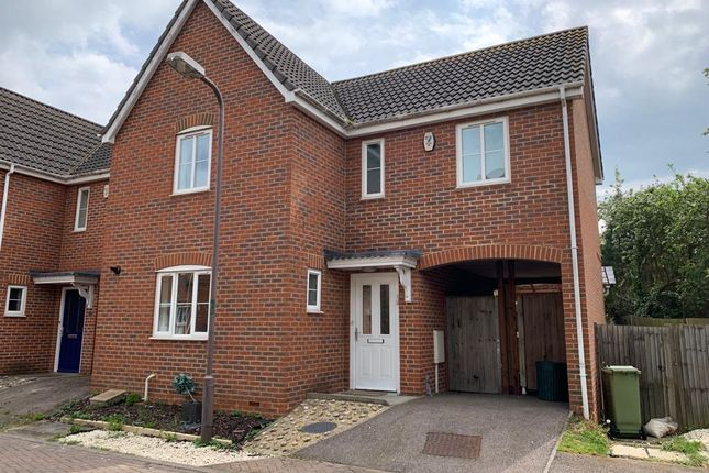 3 bedroom end terrace house to rent in Edwards Croft, Bradville, Milton Keynes