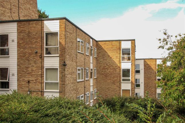 Thumbnail Flat for sale in Pheasant Close, Berkhamsted