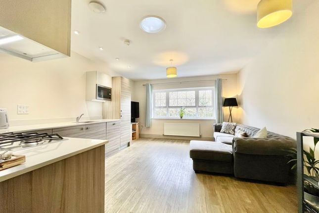 Thumbnail Flat for sale in Portsmouth Road, Thames Ditton