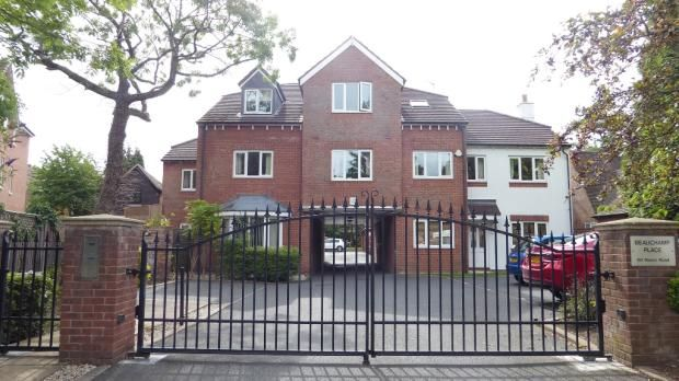 Thumbnail Flat to rent in 60 Manor Road, Solihull, West Mid