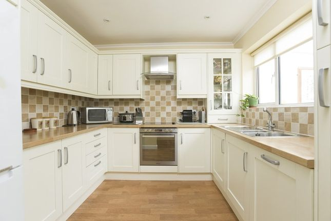 Hill rise great rollright chipping norton ox7 5 bedroom for Kitchens chipping norton