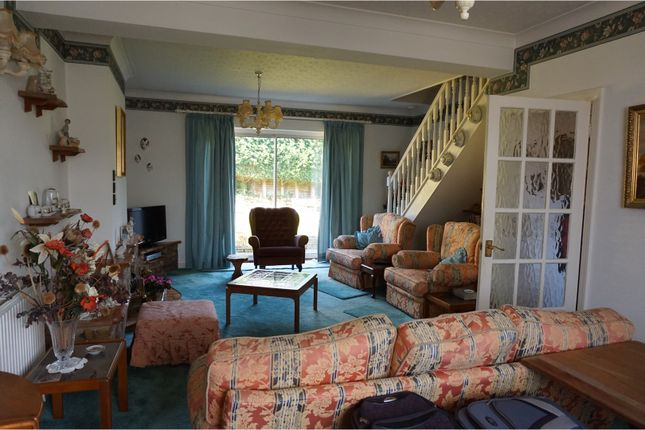 2 bed bungalow for sale in Ray Lea Road, Maidenhead