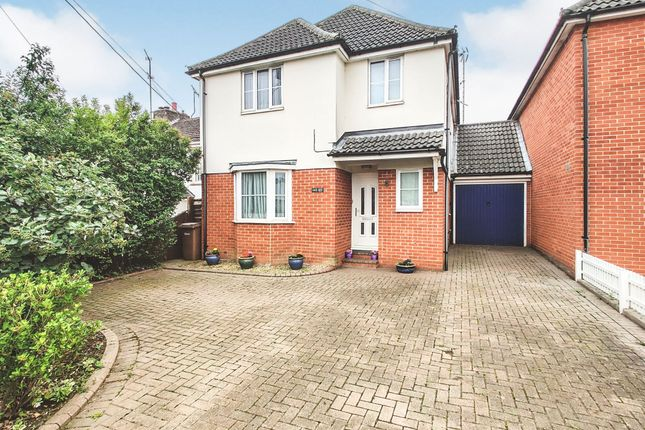 Thumbnail Link-detached house for sale in Main Road, Broomfield, Chelmsford