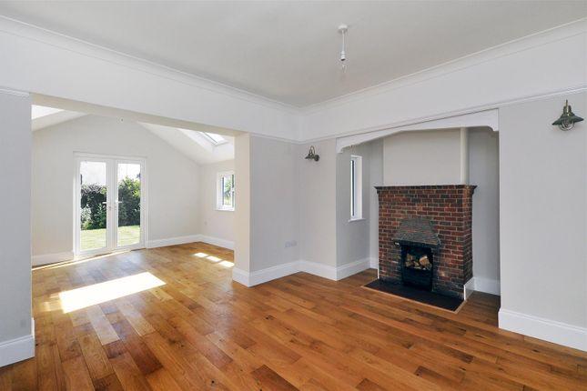 Living Room of Courtlands Way, Worthing BN11