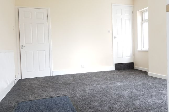 Thumbnail Flat to rent in High Street, Earl Shilton, Leicester