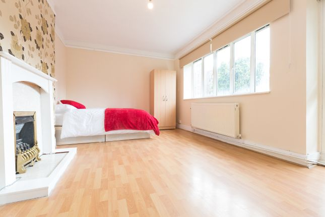 Thumbnail Room to rent in Kennet Street, Wapping