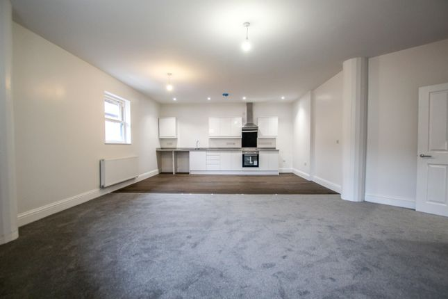 Thumbnail Flat to rent in Market Cross, Selby