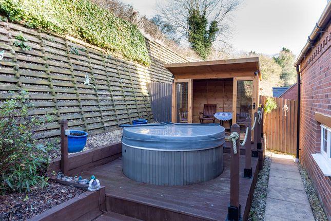 Hot Tub & Summer House
