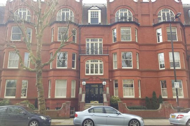 2 bed flat to rent in Morshead Road, London