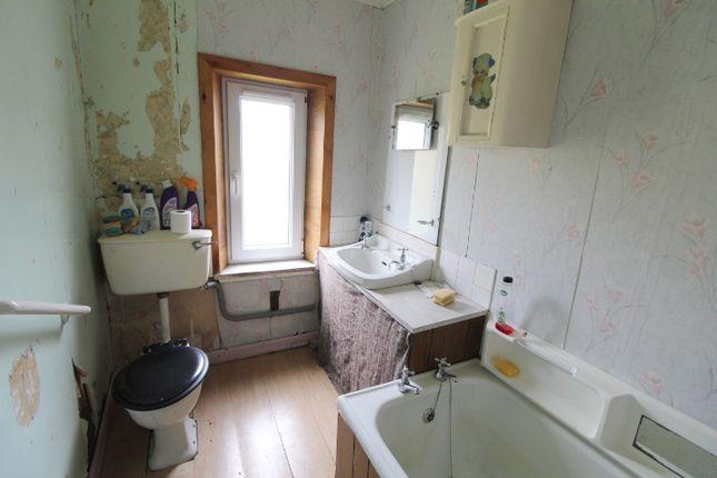 Bathroom of 4 Geshader, Isle Of Lewis HS2