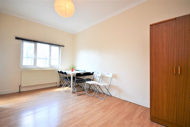 4 bed flat for sale in Horn Lane, Acton W3