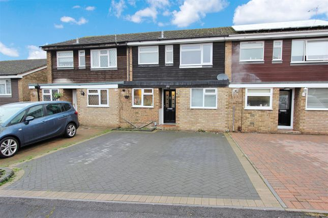 Thumbnail Terraced house for sale in Charlesworth Close, Hemel Hempstead, Hertfordshire