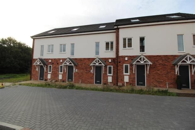 Thumbnail Town house to rent in Cottage Close, Chesterfield