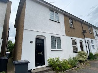 Thumbnail Terraced house to rent in Sparrows Herne, Bushey