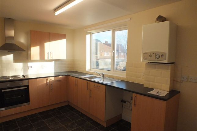 Thumbnail Flat to rent in Dedworth Road, Windsor, Berkshire