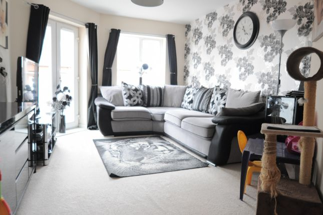 Thumbnail Flat for sale in Old Harbour Court, 10 Wincolmlee, Hull, East Riding Of Yorkshire, Hu