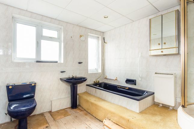 Bathroom of Queens Park Parade, Northampton NN2